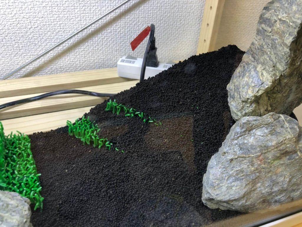 水槽に入った石とソイル
