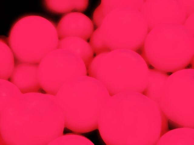 ピンクの球体
