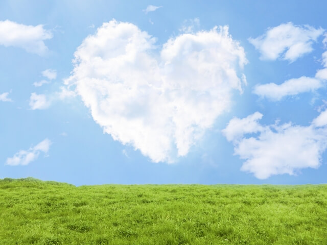 草原とハートの雲